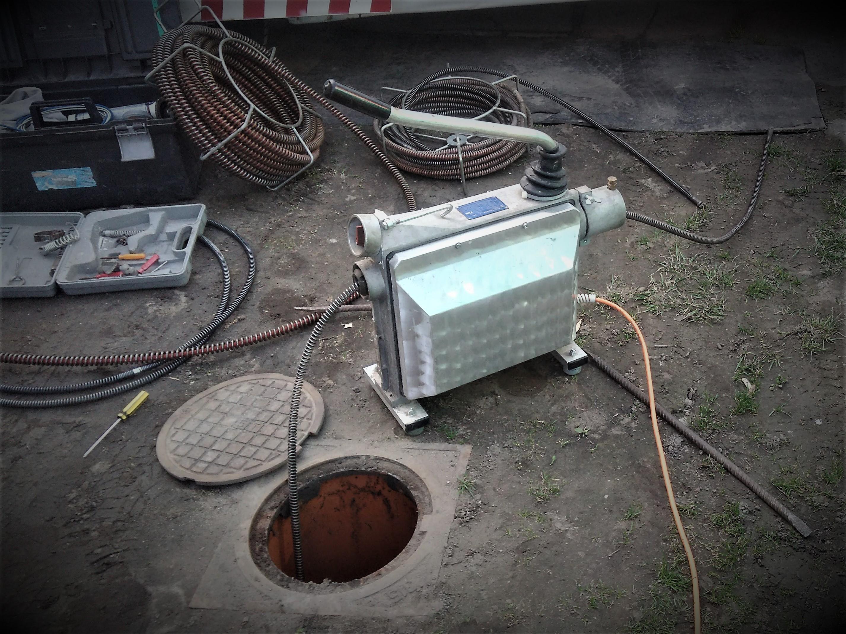 Topnotch Mechaniczne udrażnianie rur sprężyną elektryczną: kan-max.pl FU12